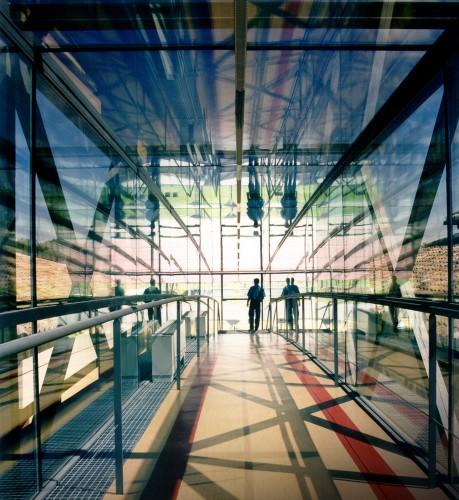 Lorenzo Alonso Arquitectos_Pasarela entre edificios de oficinas